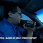 OVNI – Jornalista filma em estrada suposto OVNI.