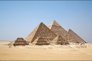Visit The Pyramids of Giza in Egypt (HD) – travel guide