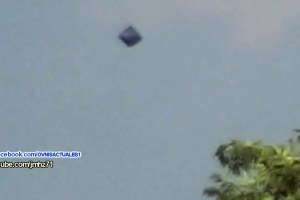 Cube-shaped UFO filmed over Chiapas in Mexico 15-Jan-2016